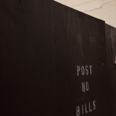 POST NO BILLS OU PAS DE FACTURES ?